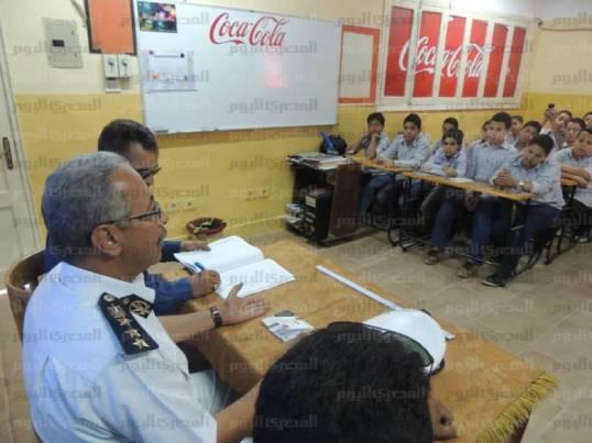 ضباط في المدارس